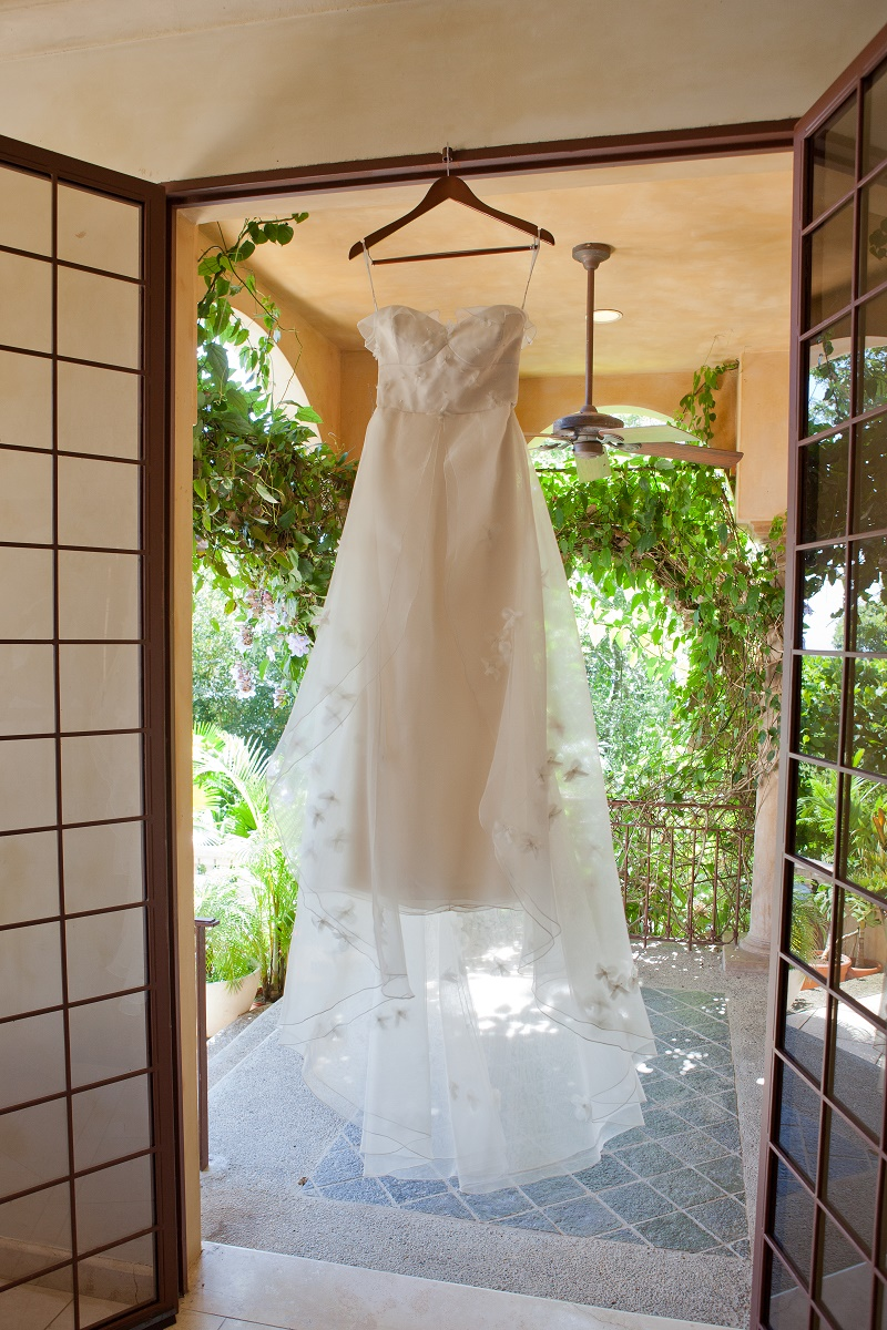 hanging wedding dresses costa rica destination weddings elena damy floral design
