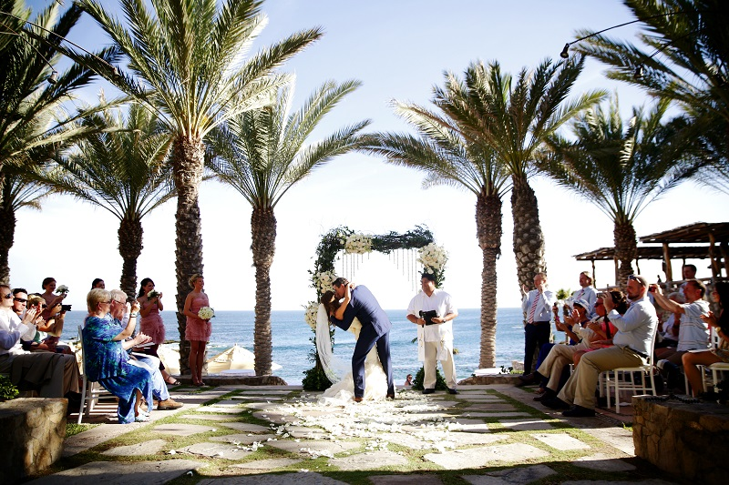 wedding kiss esperanza weddings cabo destination wedding planners elena damy