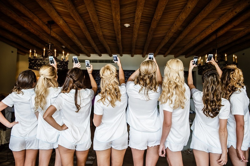 bridesmaids selfie photo los cabos mexico elena damy amy bennett photography