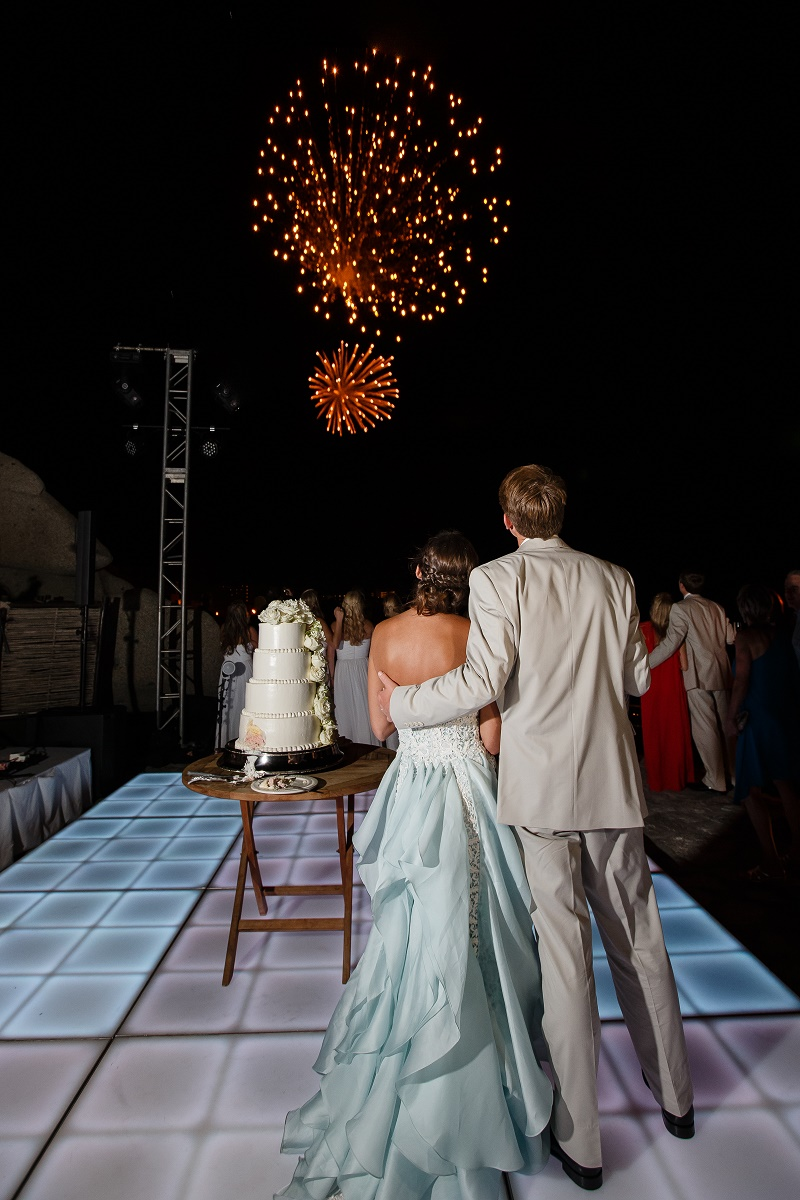 cake cutting with fireworks mexico destination weddings esperanza elena damy