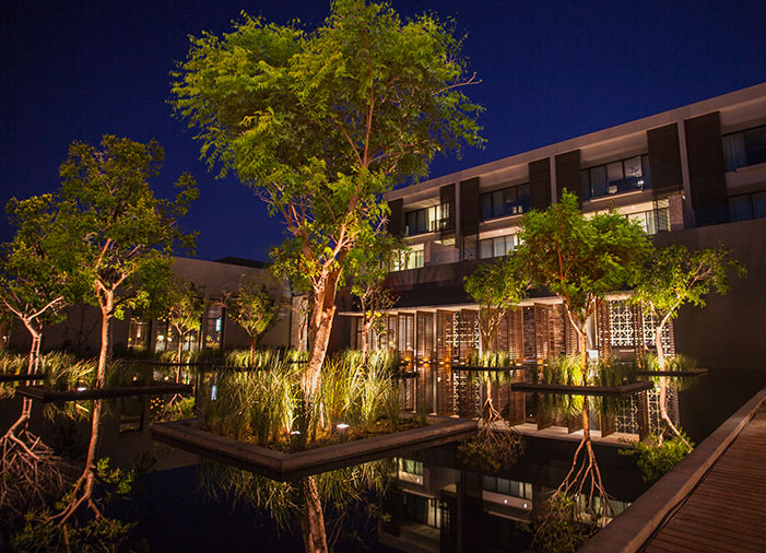 reflecting_pond_green courtyards modern luxury resorts mexico nizuc cancun weddings
