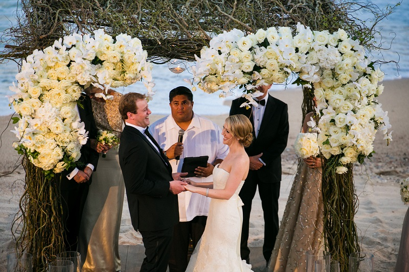 exchanging vows beach weddings los cabos esperanza resort elena damy event design chris plus lynn photography