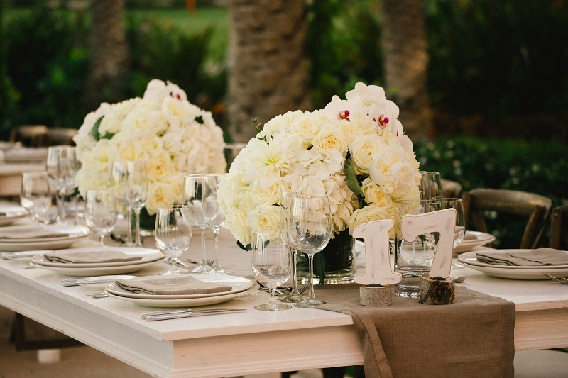 white wedding floral arrangements beach weddings cabo san lucas elena damy florist los cabos chris plus lynn photo