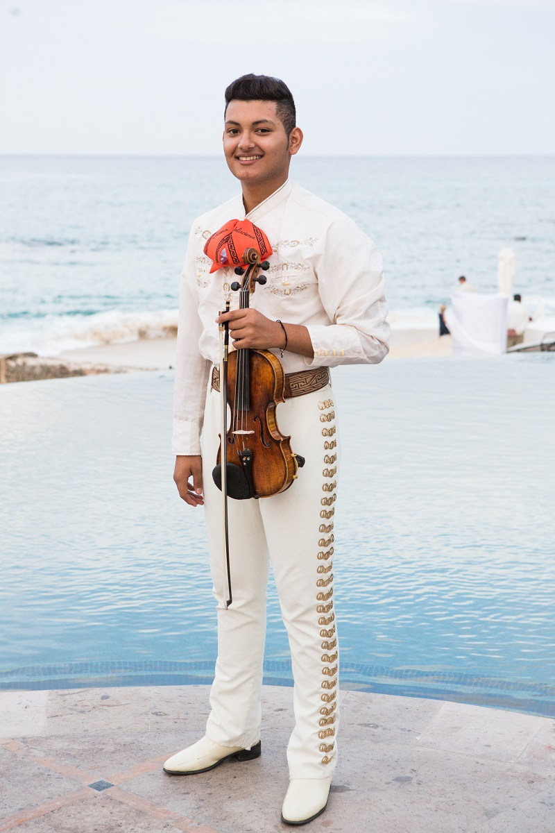 Beach Weddings Mexico outdoor locations Elena Damy Destination Weddings Los Cabos Lauren Ross Photography 89 mariachis