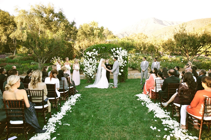 modern hindu weddings san ysidro ranch santa barbara weddings elena damy event design 22b