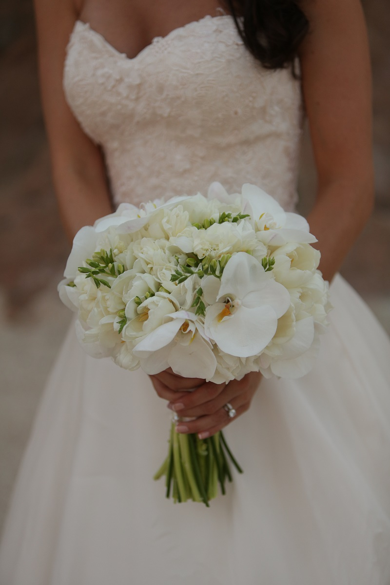 Elena Damy The Perfect All White Bridal Bouquet For A