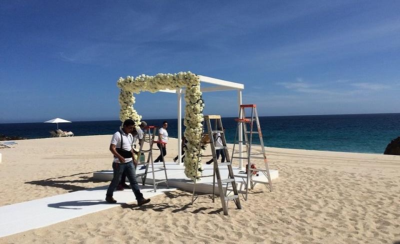 building a ceremony chuppah on the beach los cabos elena damy