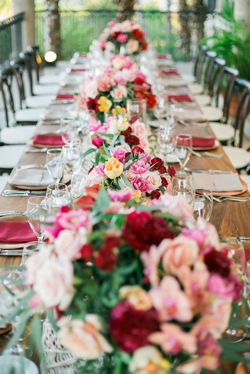 long wedding tables red and pink flowers elena damy event design cabo