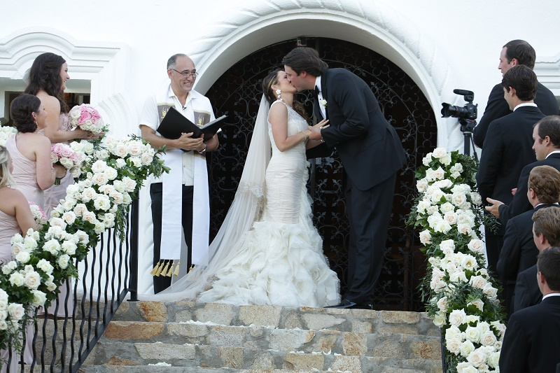 the kiss Cabo Weddings One and Only Palmilla Elena Damy Event Design Cabo Chris Plus Lynn Photo