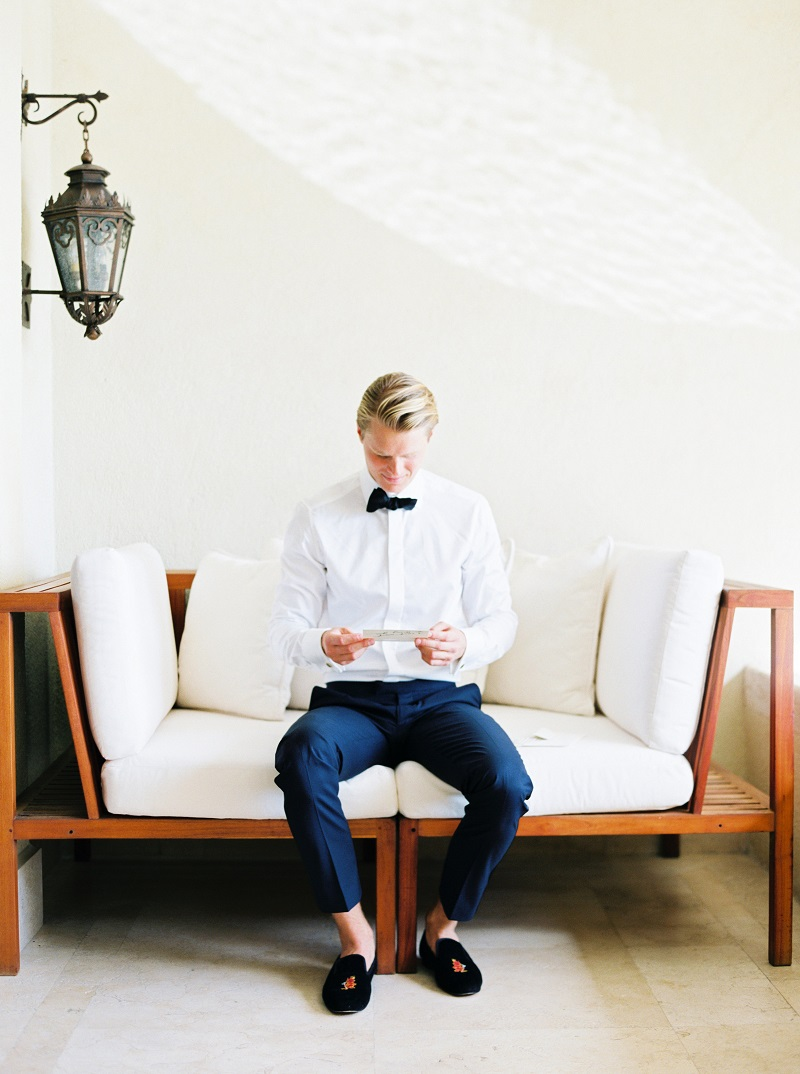 groom-reading-note-from-bride-custom-navy-suit-beach-weddings-cabo-elena-damy-destination-wedding-planners