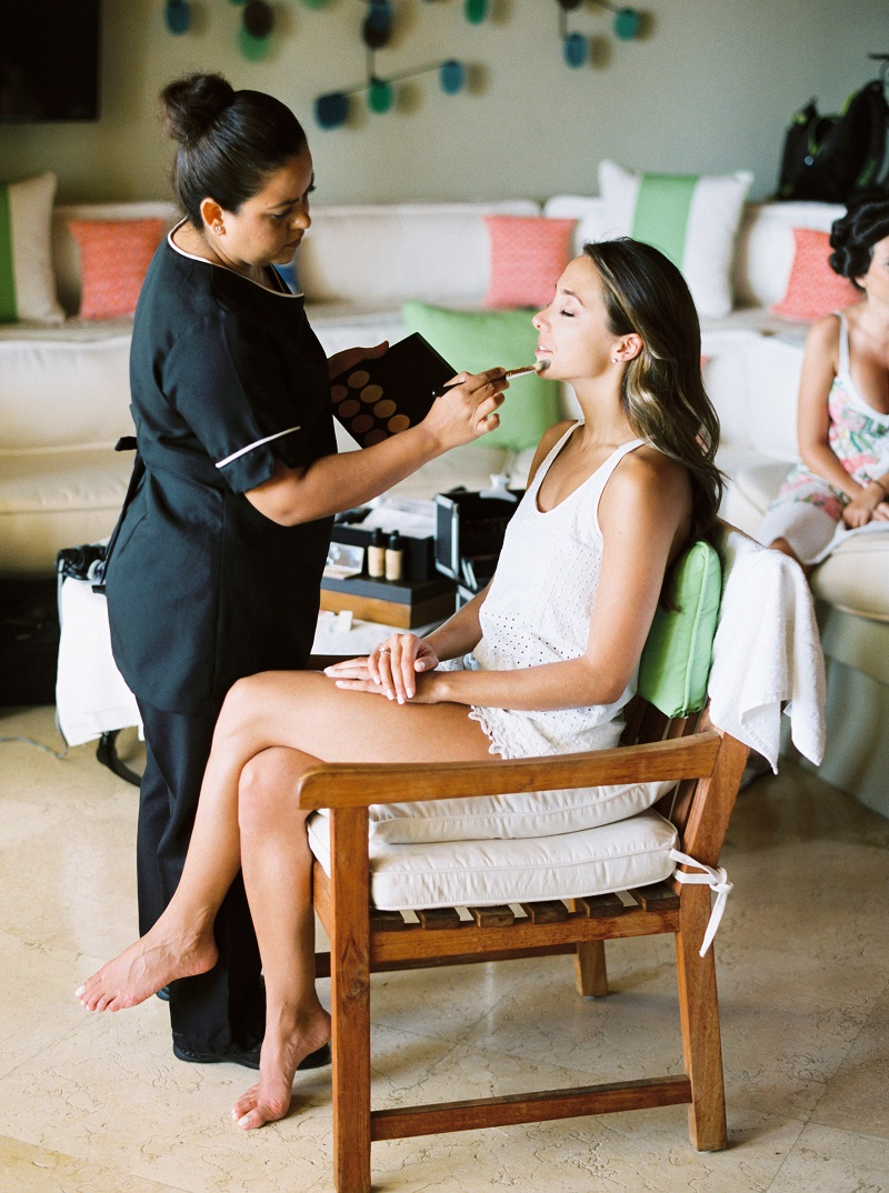 hair-and-makeup-for-the-bride-in-cabo-san-lucas-elena-damy-wedding-planners