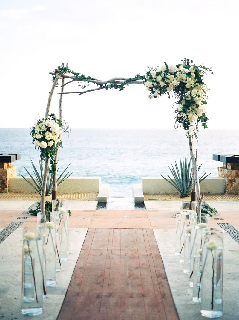natural-wedding-arch-design-baja-wedding-locations-elena-damy-floral-design-claudia-morales-wedding-planner-pedregal-cabo-san-lucas