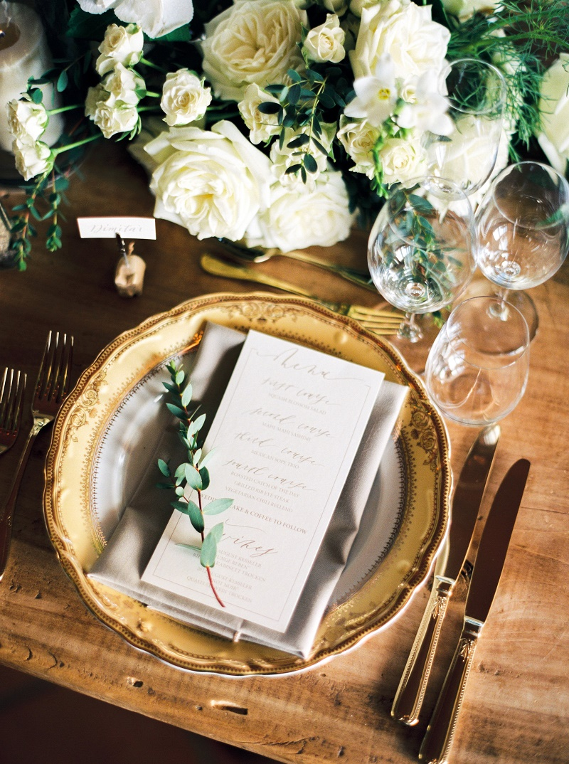 tablescape-gold-charger-olive-spring-white-and-green-floral-centerpieces-cabo-destination-weddings-elena-damy-floral-design-ashley-boshnick-photo