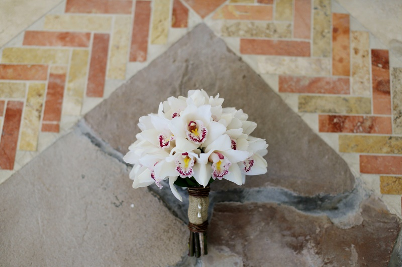 cymbidium-orchid-bridal-bouquets-beach-wedding-los-cabos-elena-damy-floral-design