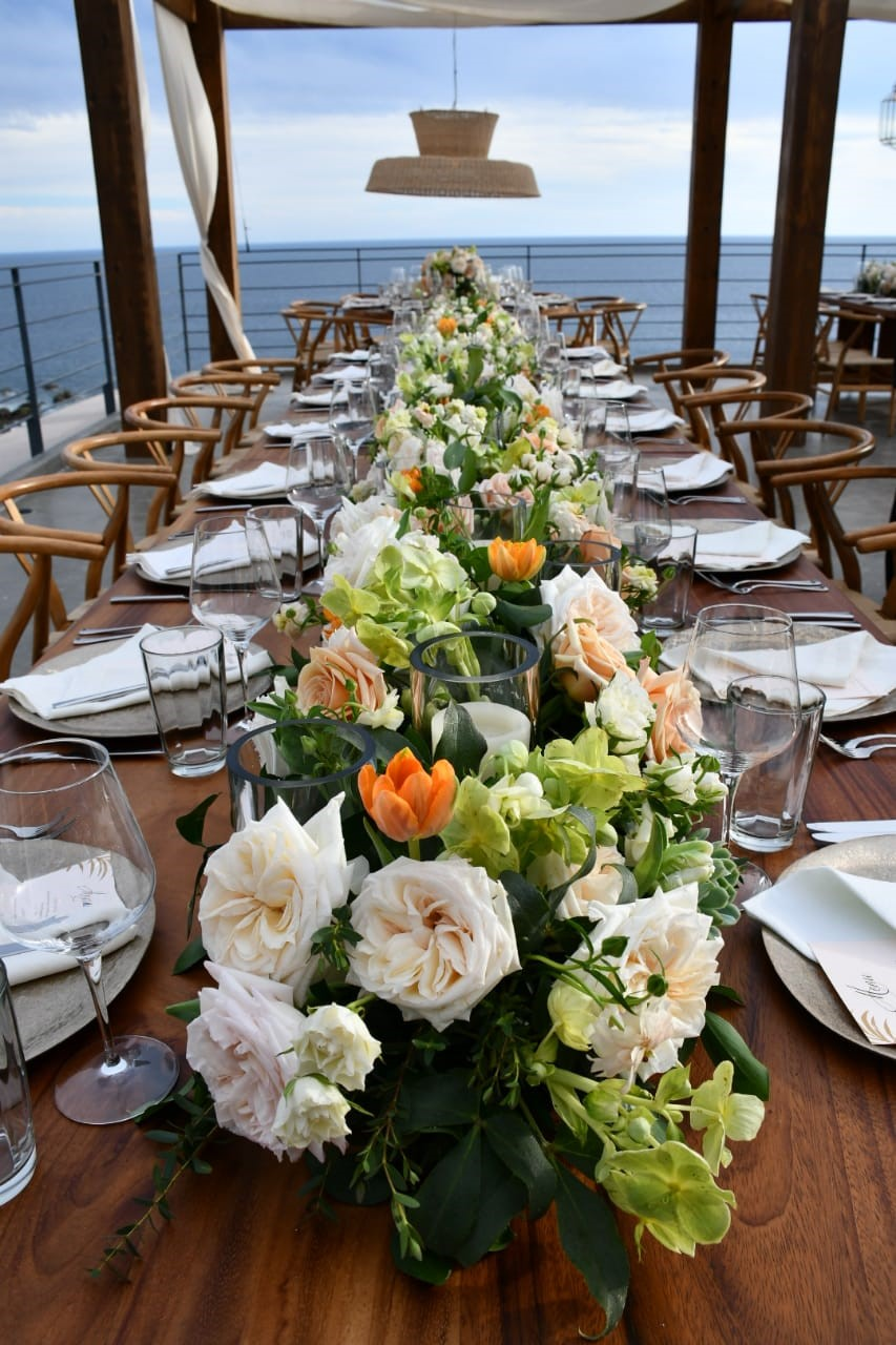 low centerpieces for long tables hellebores elena damy floral design