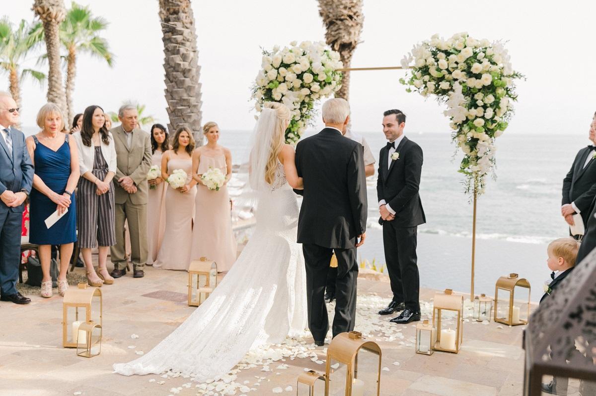 beach wedding ceremony cabo