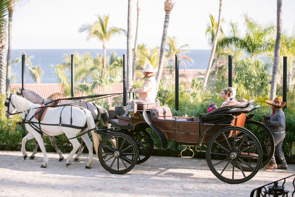 bride and her father arrive by carriage palmilla resort