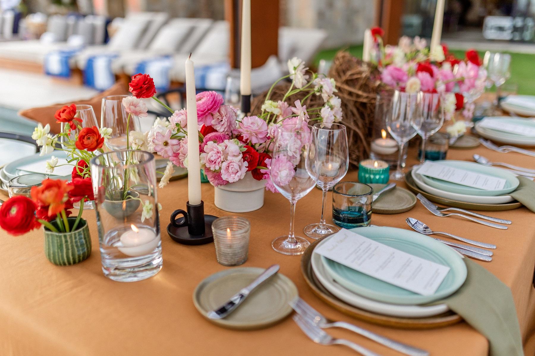 flowers for long dinner table